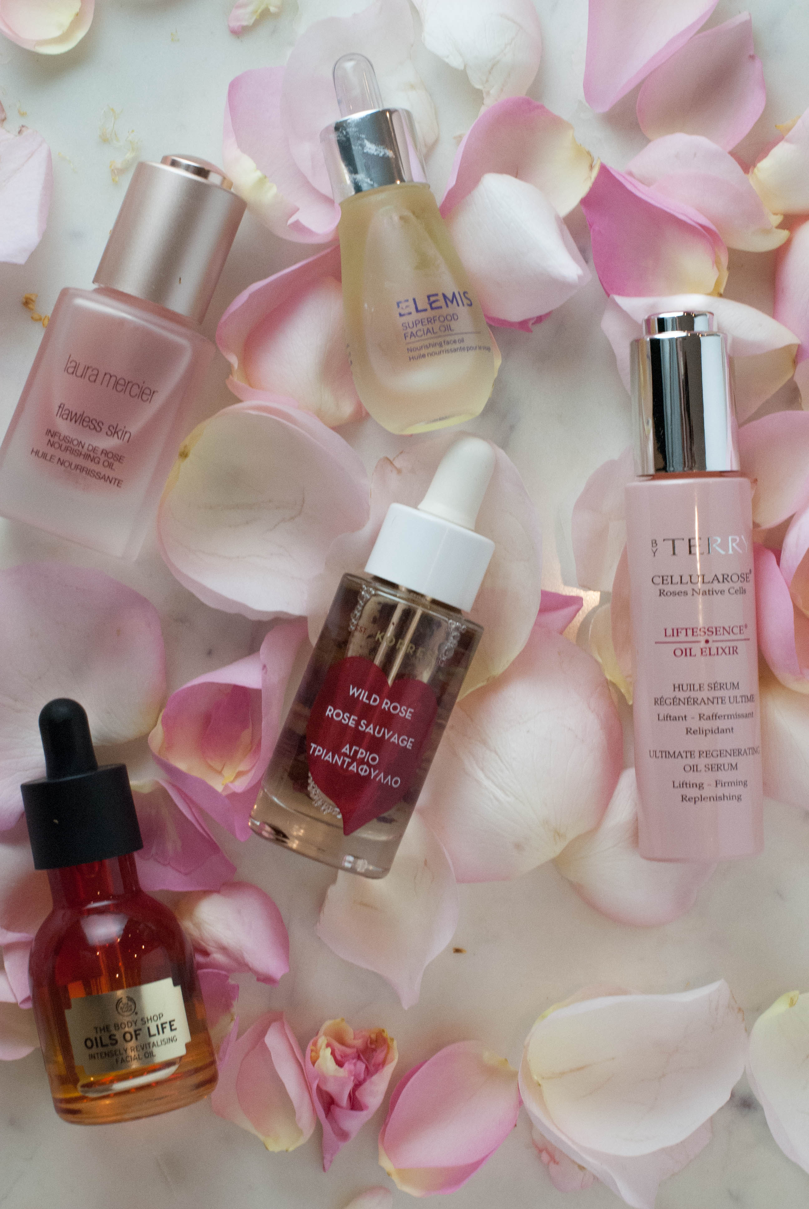My Five favorite facial oils and how to use them. Elemis Super Food Facial Oil - The 5 Best Face Oils featured by popular California beauty blogger, Haute Beauty Guide