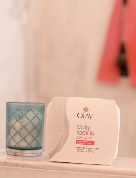 Tips for Washing Your Face with Lash Extensions Olay Daily Facials - How to Wash Your Face with Olay Daily Facials featured by popular California beauty blogger, Haute Beauty Guide